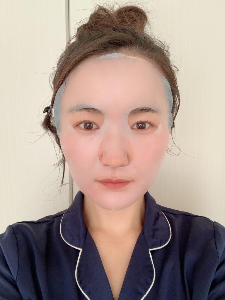 肌に密着するフェイスマスク